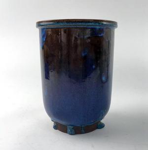 En vacker och värdefull vas av välkände svenske konstnären, målaren och keramikern Wilhelm Kåge (1889-1960).Bild: Tradera