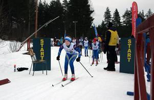 Tyra Elgesjö, Domnarvets GoIF, åker fokuserat från starten.