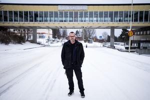 Nu tycker Roger Franzén Nilsson att den rådande trafiksituationen på Vintergatan måste få en förändring.