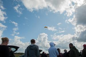 Fallskärmsklubben var en av arrangörerna och hade även uppvisning i fallskärm.