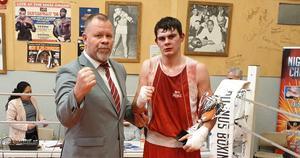 Anders Holmberg, ordförande i Svenska boxningsförbundet tillsammans med Viktor Olsson, BK Falken.
