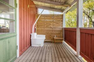 Toalett i det fria med bästa utsikten över ån. Foto: Patrik Persson