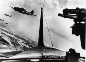 Stridsflygplan i luften under andra världskriget.  Även i Sverige fanns tyskvänliga strömmar under krigstiden.