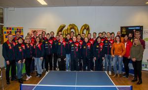 Här har SUIF:s alla 18 SM-spelare, och arbetsgrupp tillsammans med Niclas Brodin, kultur och fritid samt Jessica Dorf, Visit Söderhamn, och Mattias Sundberg och Carina Sjöblom som representanter för det lokala näringslivet samlats för ett sista peptalk.