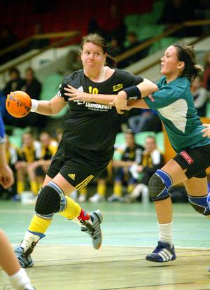 ÖHK hade under många år både herr- och damlag. Här är en bild från 2004, då ÖHK möter Boden i damernas norrserie. Östersundsspelaren är Marie Karlsson.