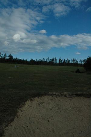 Campingen planeras i anslutning till golfbanan och sträcker sig ner mot Varpsand. Campinggästerna får några hundra meter ner till havsbadet.