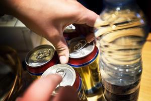 Öl är favoritdrycken för många under Summer Meet. Ölen leder inte bara till yrsel utan också extra kilon.