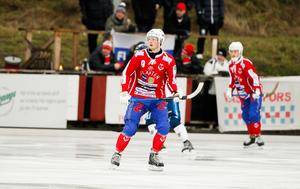 Oliver Sundström har förlängt sitt kontrakt med Västanfors.