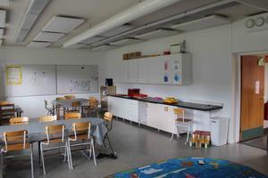 Insändarskribenten skriver att: Skolan måste även dem bli hårdare med regler, lärare måste få tillbaka sitt bestämmande i klassrummet.