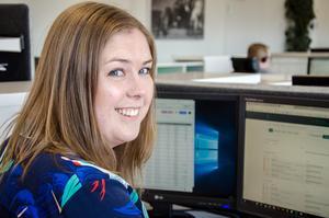 Linnea älskar sitt jobb som digital annonsplanerare på Mittmedia.