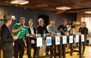 Hans Jonsson (C), Jennie Forsblom (KD), Ingemar Ehn (L), Olle Berglund (MP), Mikael Jonsson (M), Yoomi Renström (S) och Susan K Persson (V) deltog i debatten som modererades av Lilian Sjölund.