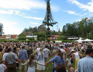 Midsommarfirandet  lockade många till Nynäshamns hembygdsgård. Foto: Privat