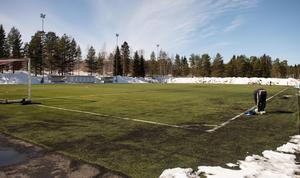 Det tog ungefär en arbetsvecka att skotta fram fotbollsplanen på Baldershov...