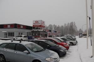 Det var relativt trångt på parkeringen på torsdagsförmiddagen när Ica Supermarket i Britsarvet i Falun håller öppet för sista veckan.