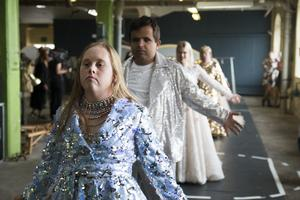Glada Hudik-teaterns film kommer att ha världspremiär i Hudiksvall och Stockholm i januari.