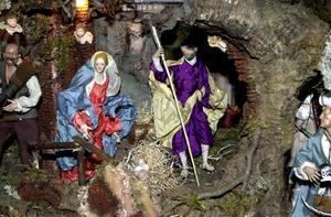 Julkrubban – en svensk tradition. Bo Westin kan inte förstå att kristendomen är kontroversiell .Foto: Jan Collsiöö .