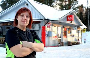 Sofia Jensén tillhör skaran i Östavall som i dag är beroende av uppkoppling via ADSL och det gamla kopparnätet, en möjlighet som försvinner sista november 2020 då det nätet avvecklas.