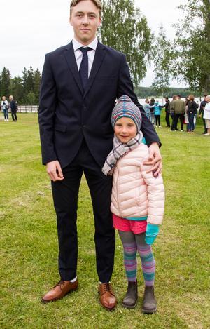 Jonathan Lindströms kompis Selma Frisk hade kommit för att titta.