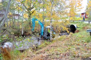 Under veckan har arbetet med att ta bort vattenhinder mellan Dalkarln och Ljustern pågått. Det samma kommer att hända i många vattendrag under de närmaste åren.