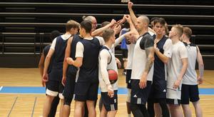 Jämtland Basket körde igång med ett styrkepass och sedan ett lätt basketpass.