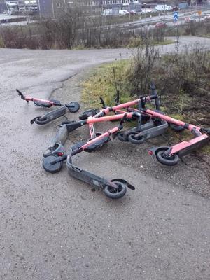 Det finns många som har reagerat på de många eldrivna sparkcyklarnas oreglerade framfart i Västerås.