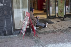 Benny Rosengren (SD) vill slippa se tiggare vid bland annat Hemköp. En ny hård tiggeridebatt kan vara att vänta i kommunfullmäktige.