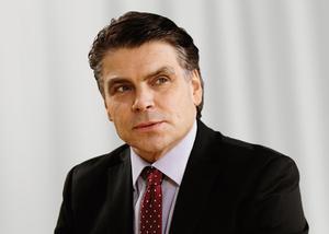 Håkan Broman är chef för ett 40-tal jurister inom NCC. För närvarande är han tillförordnad koncernchef för NCC. Byggbolaget har 17000 anställda.