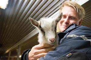 Olle Pallars har jobbat som bonde i stort sett hela sitt liv. Men han har även pausat för att bland annat plugga till lantmästare, jobbat i Australien och jobbat åt folkteatern.