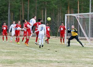 Sveg och Lillhärdal får mest Gräsrotspengar. Här en bild från lagens fotbollsdrabbning i våras.