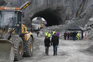 Flera nyfikna besökare kom för att titta på bygget av Västa vägen förbi Norrtälje.