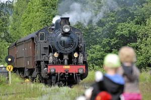 Tillbaka. Nu går tågtrafiken med ånglok igen, underbart, tyckte många.