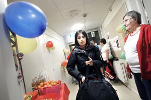 – Det ska bli spännande, tyckte Anes Abbas, som gympat i tre år, om premiärpasset på Vallbacksskolan. Gun-Britt Sjödin välkomnade och räknade motionärerna.