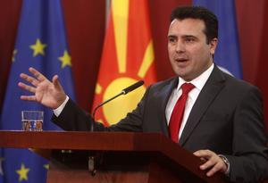Under den tid som länets socialdemokrater samarbetat  med Makedonien har landet förändrats från att vara nationalistisk, korrupt, auktoritär och kriminell till att vara en öppen, rättssäker och demokratisk nation. (På bilden är Makedoniens premiärminister Zoran Zaev). Foto: Boris Grdanoski
