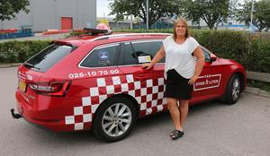 Marita Lantz har jobbat på Stor och liten ända sedan taxibolaget bildades 1991. Både som chaufför och telefonist. Idag har hon titeln produktionschef på bolaget.