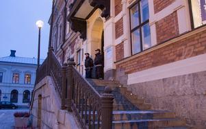 Securitasvakter fanns på plats när barn- och utbildningsnämnden sammanträdde i Rådhuset på onsdagsförmiddagen.