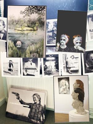 Tavlor och foton som ställs ut på Kulturkossan i augusti. Foto: Maria Norén