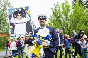 Allan Rahim Karim passar förvisso lika bra med en kastrull på huvudet som en studentmössa – men är nog mer stolt över det senare.