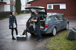 Polisens tekniker fanns på plats på Tjärna Ängar på fredagsförmiddagen.