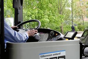 """""""Hur värderar vi olika yrkesgrupper och varför är våra viktiga busschaufförers säkerhet en """"blind fläck"""" i vår pågående debatt om arbetsmiljö och smittorisker för virusexponerad personal?"""" undrar Bengt-Ove Eriksson. Foto Hasse Holmberg/TT"""
