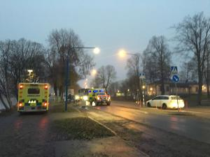 Personerna togs om hand av ambulanspersonal vid olycksplatsen.