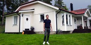 Busvädret har bedarrat vid familjen Agrells villa i natursköna och lugna Allsta.