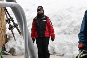 Emelie Eld från Grycksbo har jobbat vintern på Romme, nu blir det ledigt i väntan på att sommarjobbet på kyrkogården ska tina fram.