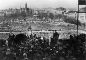 Adolf Hitler utropar