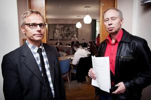 Planarkitekt Torkel Berg och miljöchefen Göran Eriksson har båda slagit fast att kommunen inte kan tillåta byggande av äldrebostäder inom skyddsområdet för vattentäkten.Foto: Peter Ohlsson/Arkiv