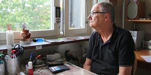 Isoleringen och ensamheten ökar ständigt för multisjuka Roberto Jarsky. Utan sina livsviktiga mediciner riskerar han att få en hjärtinfarkt, stroke eller proppar i lungorna – igen – och det är knappt han vågar gå ut numera.