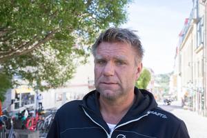 Richard Svedjesten anser att de ekonomiska förutsättningarna för fjällräddarna måste bli bättre - bland annat måste det finnas möjlighet att få göra skatteavdrag på inköp av skotrar.