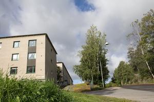 Branden uppstod i ett flerfamiljshus på Björn Barkmans väg i Ösmo.