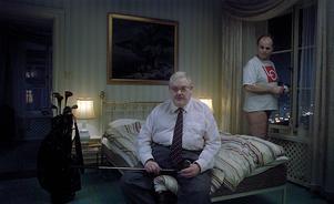 Kapitalet och facket är sängkamrater i Roy Anderssons cyniska satir av det svenska samhället i filmen