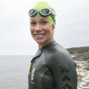 Helena Dalivin på Nynäshamns långdistansklubb är tävlingsledare under lördagens swimruntävlingar.