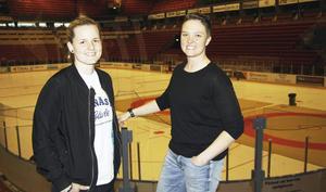 Nanna är assisterande coach i Brynäs damlag – här tillsammans med huvudcoachen Madeleine Östling.